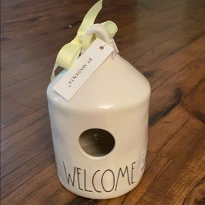 Rae Dunn welcome Birdhouse with bee on the back